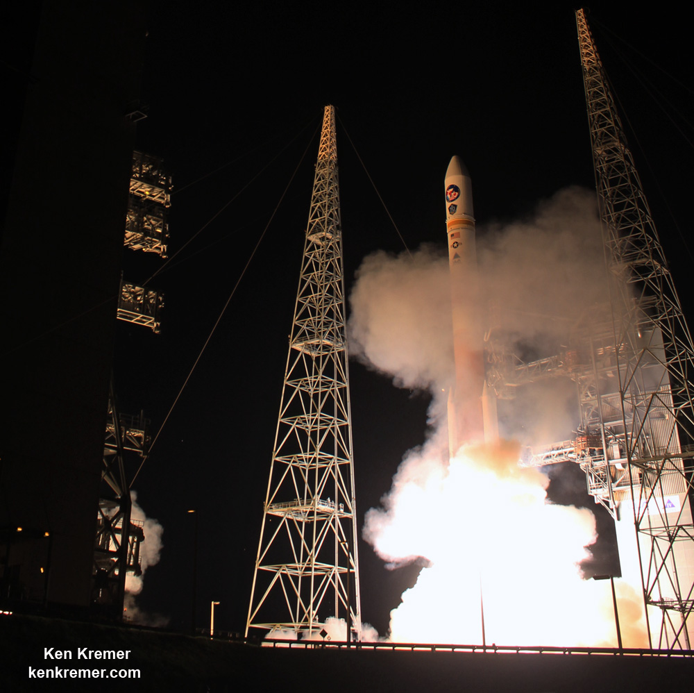Nighttime Delta IV Blastoff Powers Military Comsat to Orbit for U.S. Allies: Photo/Video Gallery